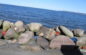 Stenar har en tendens att se grå och tråkiga ut. Det är lätt att ändra på!